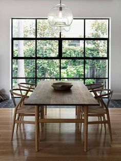 Obsessed with these wood dining chairs and dining table and the super open window and just everything about this!!!