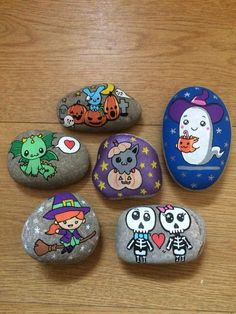 Halloween Rock Painting Ideas Easy, Rock Painting Designs, Halloween Rocks, Fall Halloween, Stone Crafts, Rock Crafts, Halloween Painting, Christmas Rock, Rock And Pebbles