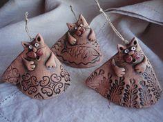 колокольчики,керамика more xmas cats Pottery Animals, Ceramic Animals, Clay Animals, Ceramic Clay, Ceramic Pottery, Pottery Art, Pottery Ideas, Clay Cats, Hand Built Pottery
