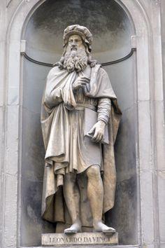 Statue of Leonardo da Vinci in Florence, Italy
