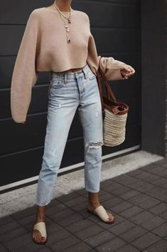 Stylish 35 Unordinary Fall Street Style Outfits Ideas For Women To Try Outfits Jeans, Mom Jeans Outfit, Girly Outfits, Trendy Outfits, Fall Outfits, Cute Outfits, Fashion Outfits, Womens Fashion, Spring Summer Fashion