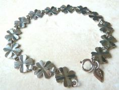 A vintage lucky four leaf clover bracelet by Sarah Coventry. The bracelet is formed from delicate silver tone polished four leaf clovers, linked together forming an unusual chain bracelet.