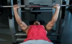 A Bigger Bench Press Chest Using Only 135 Pounds Really Bench Press Training Plan Fun Workouts