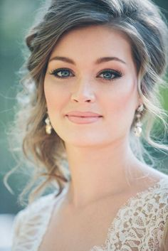 I like this natural bridal makeup as the skin is simple, but they have done a smoky eye which contrasts with the skin. I like that they have done a nude lip as it goes with the smoky eye but doesn't wash out her complexion