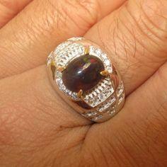 Cincin Pria Black Opal Ring 9US Untuk Pria Muda di Gedung Pekantoran