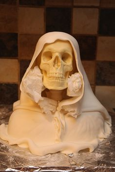 Post with 64 votes and 1247 views. Shared by Top 12 Creepy Halloween Cake Ideas – Easy & Unique PartTop 12 Creepy Halloween Cake Ideas – Easy & Unique Party Holiday Theme Design - HoliCoffee Pasteles Halloween, Dulces Halloween, Fete Halloween, Creepy Halloween, Halloween Cakes, Halloween Buffet, Halloween Desserts, Halloween 2018, Halloween Stuff