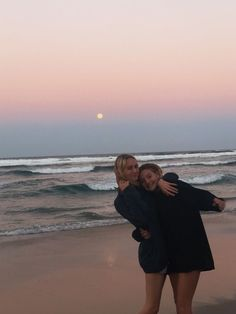I love malia and kobi Cute Friend Pictures, Friend Photos, Family Pictures, Couple Beach Pictures, Summer Feeling, Summer Vibes, Best Friend Fotos, Summer Aesthetic, Retro Aesthetic