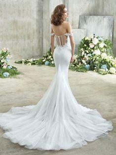 Emory Front Perfect Wedding Dress, Dream Wedding Dresses, Designer Wedding Dresses, Bridal Dresses, Wedding Gowns, Girls Dresses, Backless Wedding, Badgley Mischka Bridal, Wedding Dress Silhouette