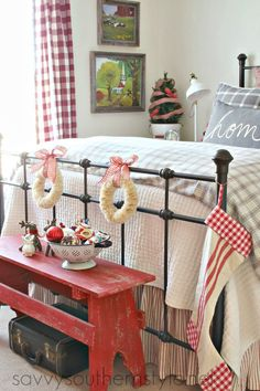 Awesome Christmas Bedroom Design 5 Awesome Christmas Bedroom Design 5 Design Ideas And Photos - Weihnachten Southern Style Bedrooms, Savvy Southern Style, French Country Bedrooms, French Country Decorating, Southern Style Decor, Master Bedroom Design, Home Bedroom, Bedroom Decor, Cottage Bedrooms