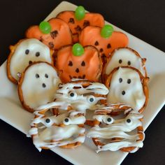 I love the pretzels! Must try to make these. How cute. Jack-o-lanterns, Ghosts and Mummy Halloween Pretzels