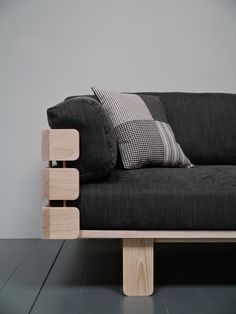 This is what happens when you design with popsicle sticks. The Hedges sofa by Barnby Designs is a striking sofa design embodying the elegance of simplicity. Barbie House Furniture, Doll Furniture, Dollhouse Furniture, Diy Dollhouse, Dollhouse Miniatures, Cool Woodworking Projects, Diy Pallet Projects, Diy Cardboard Furniture, Sticks Furniture
