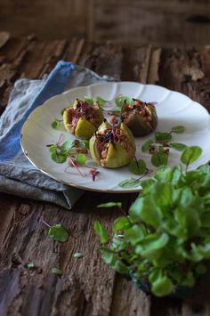 Grilled figs with chorizo & almond crumble - fancy-edibles.com