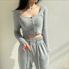 ️ can find Korean street fashion and more o. Basic Outfits, Sporty Outfits, Retro Outfits, Korean Outfits, Trendy Outfits, Cute Outfits, 70s Fashion, Girl Fashion, Fashion Outfits