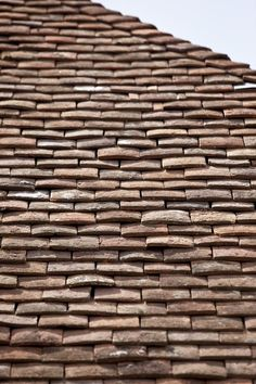 Roof top tiles French Architecture, Architecture Details, Landscape Architecture, Solar Tiles, Old Stone Houses, Belgian Style, Slate Roof, Roof Tiles, Roof Top