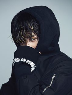 G-Dragon x 8 Seconds