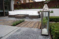 Elegant Contemporary Garden With Fabulous Sofa And Lanterns Designed By Shelley Hugh-Jones Garden Design. Worked By Belderbos Landscapes London Garden, Cottage Garden, Small Gardens, Garden Decor, Modern Landscaping, Coastal Gardens, Garden Layout, Modern Garden Design