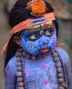 Garotinho indiano vestido de Shiva. imagem retirada do instagram da fotógrafa @9magdalena9