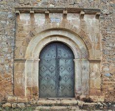 Portada románica, iglesia de San Juan Bautista - Aldealpozo, comarca de Campo de Gómara, Soria