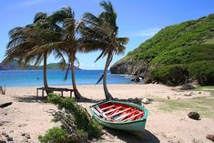 15 km south of Guadeloupe, the small archipelago of the Saintes, composed of 9 islands discovered by Christopher Columbus on 4 N. Places To Travel, Places To See, Life In Paradise, French West Indies, Costa, Water Island, Traditional Landscape, Destinations, Countries Of The World