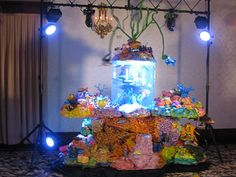 Tank Cake - A perfect cake for under the sea anything! Cake Boss Tlc, Cake Boss Buddy, Big Cakes, Cute Cakes, Aquarium Cake, Live Aquarium, Beautiful Cakes, Amazing Cakes, Cake Boos