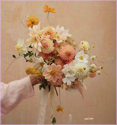 My Flower, Beautiful Flowers, Floral Wedding, Wedding Flowers, Dahlia Wedding Bouquets, Wedding Spot, Boquet, Spring Bouquet, Wedding Gifts