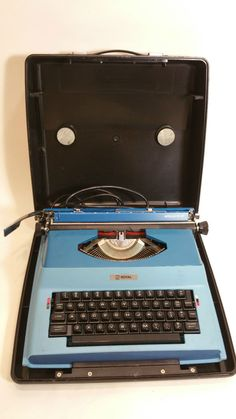 Royal Litton Apollo 12-GT Electric Typewriter with case Works Great SP-8500