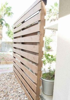 75 Beautiful and practical DIY backyard privacy fence design ideas on a budget Privacy Wall Outdoor, Cheap Privacy Fence, Privacy Fence Designs, Privacy Screen Outdoor, Backyard Privacy, Backyard Fences, Outdoor Walls, Patio Fence, Decks With Privacy Walls