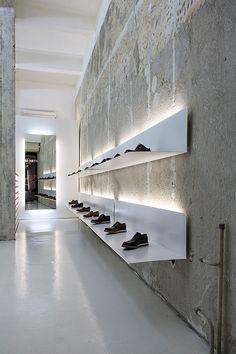 Retail Lighting La Scarpa, Sofia, simple white shelves and lights to display shoes. Design Shop, Shoe Store Design, Retail Store Design, Shoe Shop, Retail Stores, Shoe Stores, Design Commercial, Commercial Interiors, Retail Interior Design