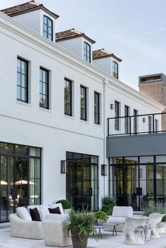 designs exterior traditional Dream Home: A Modern French Provincial Overlooking Lake MichiganBECKI OWENS Plans Architecture, French Architecture, Architecture Design, Residential Architecture, Home Architecture Styles, Hotel Architecture, Futuristic Architecture, Ancient Architecture, City Apartment
