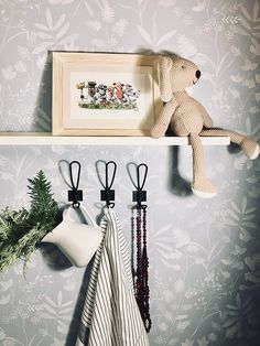 100  Rustic Coat Hooks! Discover the best farmhouse themed coat hooks and country coat racks for your home. Your farmhouse entryway need coat hooks and coat racks so you can hang hats, backpacks, keys, coats, and more. Entryway Hooks, Rustic Entryway, Rustic Walls, Rustic Coat Hooks, Cast Iron Coat Hooks, Metal Shelving Units, Hanging Hats, Coat Hanger, Coat Racks