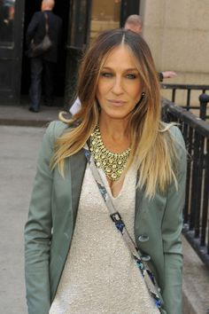 Sarah Jessica Parker Photos Photos - Sarah Jessica Parker wears a loose white dress and green jacket, as she heads into the AOL 2013 Digital Contest NewFront event in New York City. - Sarah Jessica Parker Dresses Up in NYC