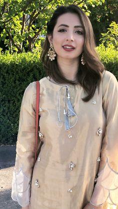 Pakistani Fashion Party Wear, Pakistani Wedding Outfits, Pakistani Bridal Wear, Muslim Fashion, Simple Pakistani Dresses, Pakistani Dress Design, Fancy Dress Design, Desi Wedding Dresses, Bollywood Outfits