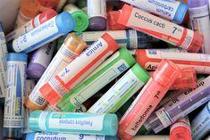 Une petite liste de 10 substances d'homéopathie qui vous seront très utiles pour les petits maux de tous les jours des enfants. J'ai répertorié celles que j'utilise le plus souvent avec 3 enfants, et qui me permettent de gérer plus facilement le problème en question, et je vous en fais part !