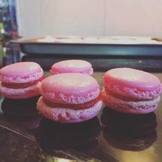 Macarons Macarons, Doughnut, Desserts, Food, Bakken, Tailgate Desserts, Deserts, Meal, Eten