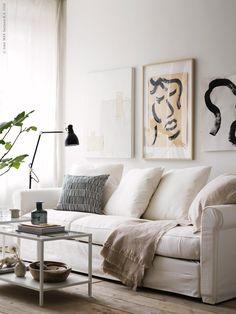 En golvlampa vid soffan i vardagsrummet lyser upp, här hos Ikea Stairs In Living Room, Ikea Living Room, Living Room Modern, Living Room Furniture, Living Room Designs, Office Furniture, Living Room Decor Inspiration, Decoration Bedroom, Home And Deco