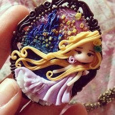Disney inspired cameo with tangled scene necklace di mondoinundito, €19.50