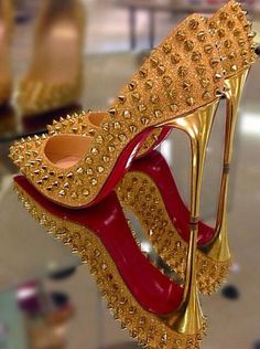 Amazing with this fashion pumps! get it for 2016 Fashion Christian Louboutin Pumps for you! Stilettos, Stiletto Heels, Crazy Shoes, Me Too Shoes, Talons Sexy, Red Bottom Heels, Zapatos Shoes, Shoes Heels, Christian Louboutin Outlet