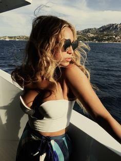 Beyonce shows her patriotic side as she poses in a swimsuit