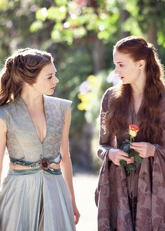 Game of Thrones. Margaery and Sansa Game Of Thrones Dress, Game Of Thrones Costumes, Theatre Costumes, Movie Costumes, Sansa And Margaery, Narnia, Margery Tyrell, Real Madrid, The North Remembers
