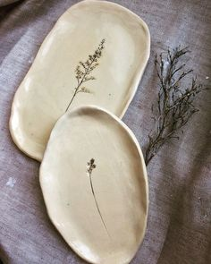 plant-imprinted soap dishes mit Pflanzen bedruckte Seifenschalen You are in the right place about big house plants Here we offer you the most beautiful p Ceramic Pottery, Pottery Art, Ceramic Art, Pottery Ideas, Ceramic Decor, Pottery Patterns, Pottery Teapots, Pottery Mugs, Pottery Studio