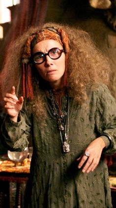 Divination Professor Sybil Trelawney Harry James Potter, Harry Potter World, Mundo Harry Potter, Images Harry Potter, Theme Harry Potter, Harry Potter Birthday, Harry Potter Cast, Harry Potter Characters, Harry Potter Teachers