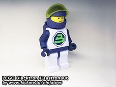 LEGO Blacktron II Astronaut - Blacktron is my favorite of the classic Space sets 3d Paper, Paper Toys, Paper Crafts, Legos, Lego Astronaut, Printables, Templates, Classic, Projects