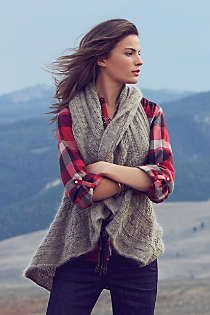 Ruffle sweater vest is a must. Fashion Moda, Look Fashion, Looks Style, Style Me, Fall Outfits, Cute Outfits, Estilo Preppy, Anthropologie Clothing, Looks Jeans