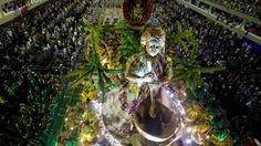 30 de poze pline de culoare de la Carnavalul din Rio 2012.  Vezi mai multe poze pe www.ghiduri-turistice.info  Source : www.boston.com Rio Carnival, Mai, Brazil, Boston, Princess Zelda, Carnival, Traditional Dresses