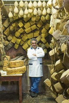 COSACAVADDU RAGUSANO.  Angelo di Pasquale in the cheese seasoning cellar, Ragusa
