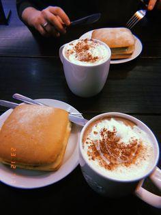 Huji cam Food N, Food And Drink, Cheap Coffee Maker, Breakfast Platter, Shadow Photos, Snap Food, Coffee Barista, Food Snapchat, Food Goals
