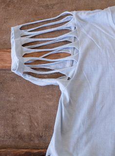 Fringed & beaded tshirt M Umgestaltete Shirts, Diy Cut Shirts, Tie Dye Shirts, T Shirt Diy, Cut Up T Shirt, How To Cut Tshirt, Cut Shirt Designs, Shirt Transformation, Shirt Makeover