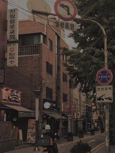 Aesthetic Korea, Night Aesthetic, City Aesthetic, Brown Aesthetic, Aesthetic Themes, Aesthetic Pictures, Korea Wallpaper, Scenery Wallpaper, Aesthetic Pastel Wallpaper