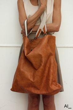 Perfect bag.  Inspiration pin; no tutorial.  http://www.aiunderscore.it/11.woman.html