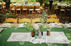 Sencillos centros de mesa para una boda en el campo